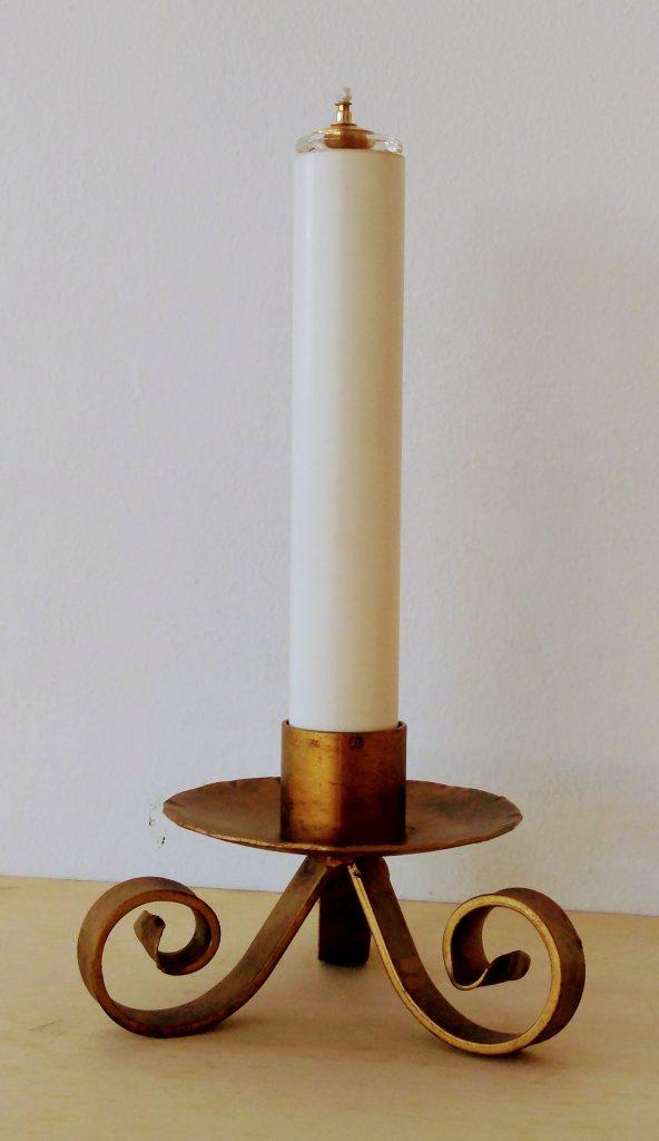 Candeliere da mensa in ferro battuto con finta candela e cartuccia